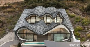 Необычный дом в скале Casa Del Acantilado