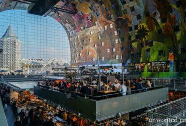 Красочные стены рынка в Роттердаме