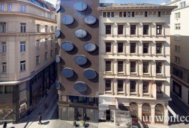 Необычный фасад отеля Topazz