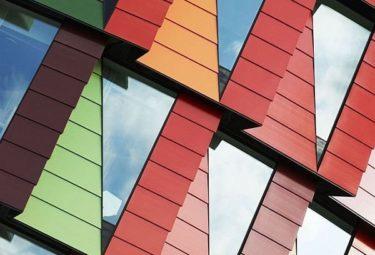 Треугольные окна необычного здания в Гётеборге