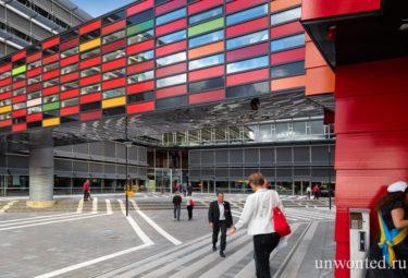 Красочный фасад здания Kuggen