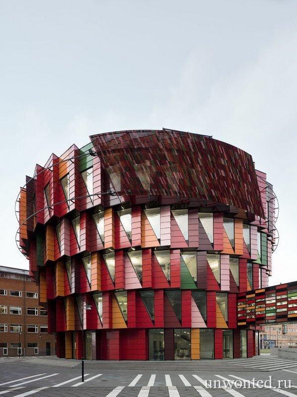 Необычное здание - шестерня в Швеции