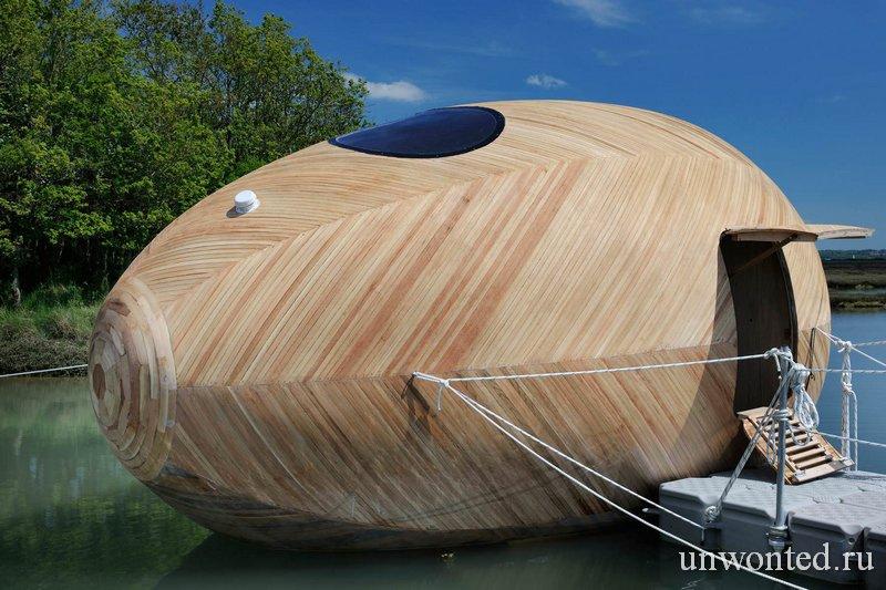 Плавающий домик в форме яйца