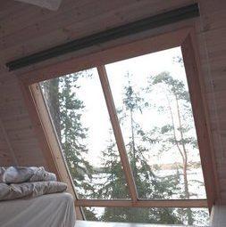 Спальня на втором уровне маленького дома