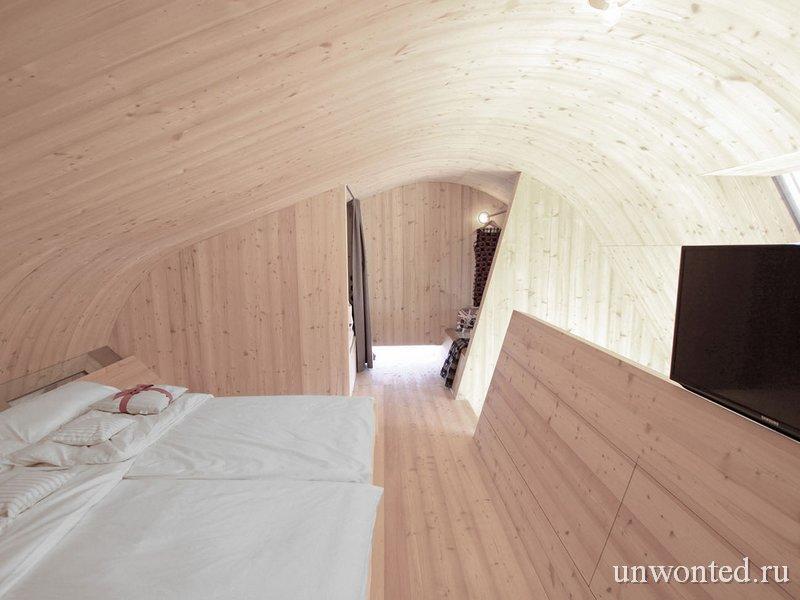 Спальня в необычном домике Ufogel