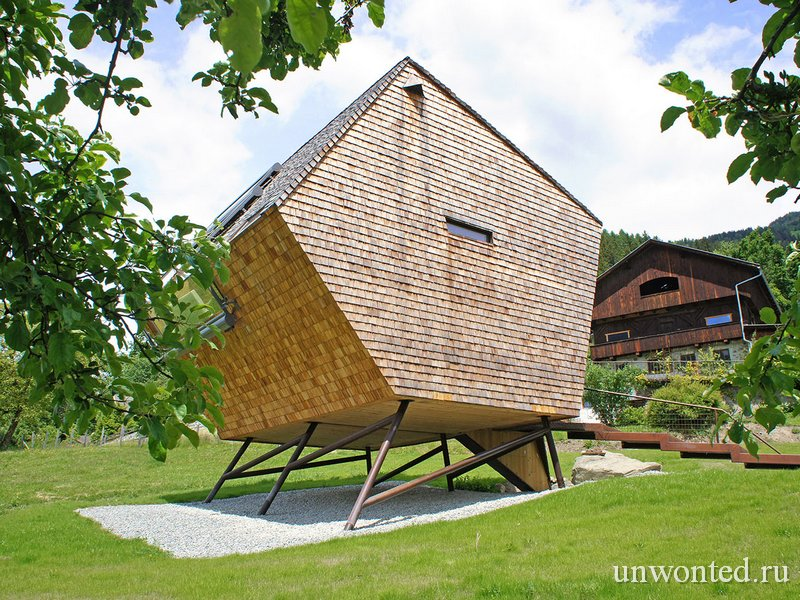 Необычный домик на сваях Ufogel