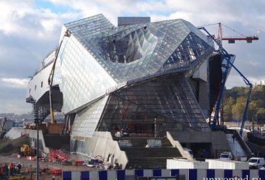 Музей Слияния - воронка на крыше