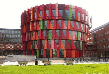 Необычное здание-шестерня Kuggen фото