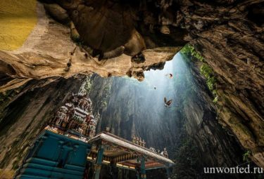 Индуистская святыня - пещеры Бату