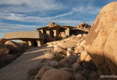 Desert House дом в каменистой пустыне
