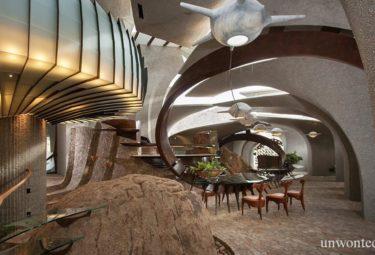 Столовая в органическом интерьере Desert House