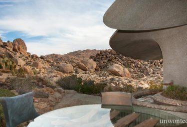 Патио у дома в пустыне Desert House