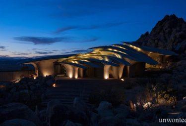 Дом в пустыне Desert House ночью
