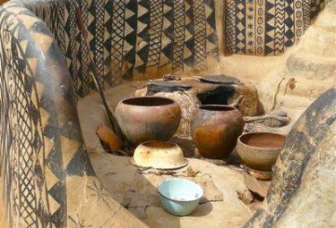 Кухня под открытым небом в деревне Tiebele
