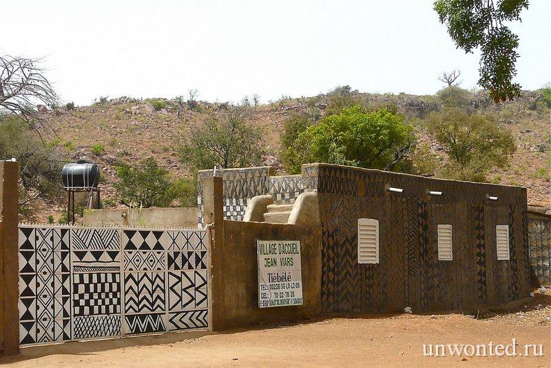 Необычная изолированная деревня Tiebele в Западной Африке