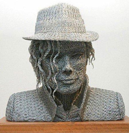 Бюст Майкла Джексона из сетки и проволоки