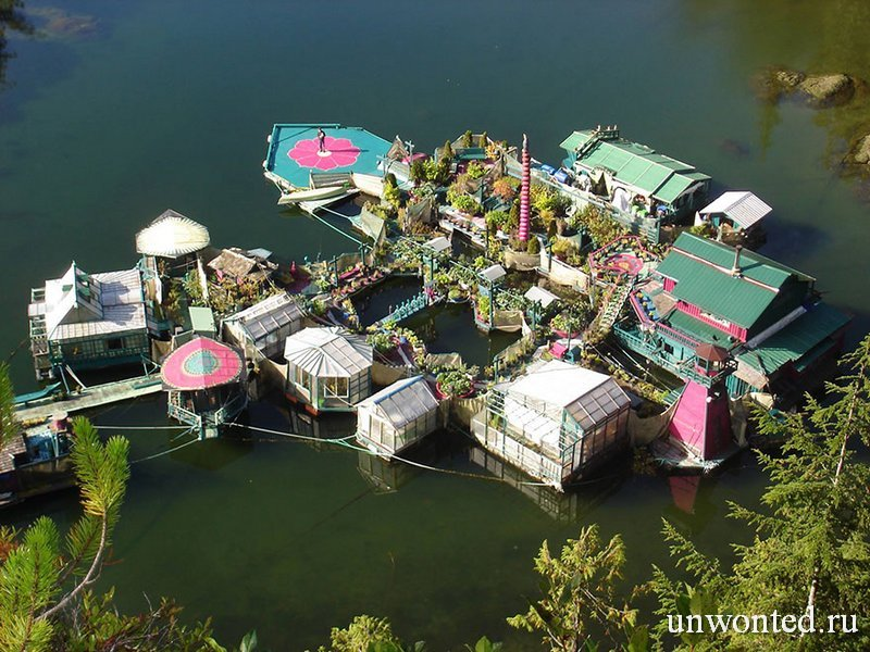 Дом-остров на озере