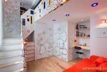 Лестница в детской комнате из деталей Lego