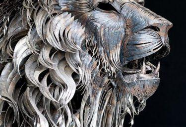 Скульптура льва сделанная из стальных пластин
