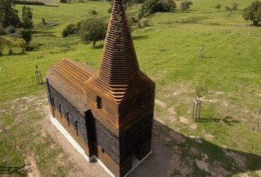 Церковь из стальных пластин