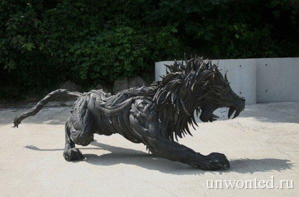 Скульптура льва из старых покрышек (Йонг Хо Джи)