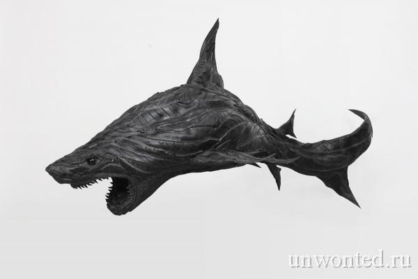 Скульптура акулы из старых покрышек (Йонг Хо Джи)