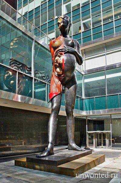 Дева-Мать (The Virgin Mother) - анатомические скульптуры Дэмьена Херста