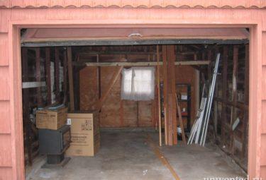 Старый пыльный гараж Мишель