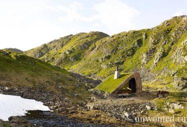 Крошечная хижина в горах Норвегии