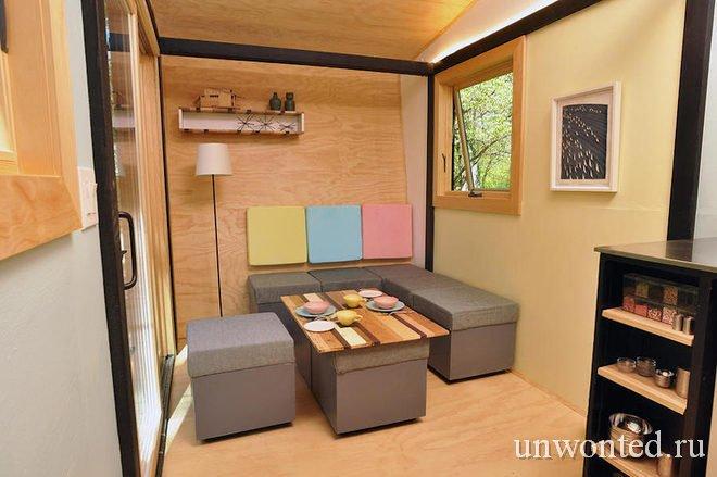 Сиденья - ящики с мягкой обивкой в мини-доме Toy Box