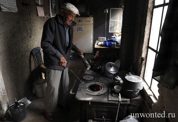 Пабло Новак одиноко живущий в заброшенной деревне Вилла Эпекуэн