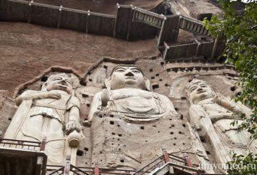 Пещерный монастырь Майцзишань - статуя Будды
