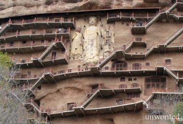 Пещерный монастырь Майцзишань - статуи и вертикальные тропинки