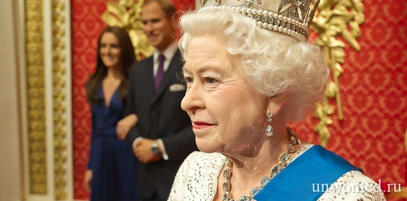 Восковая скульптура королевы Англии