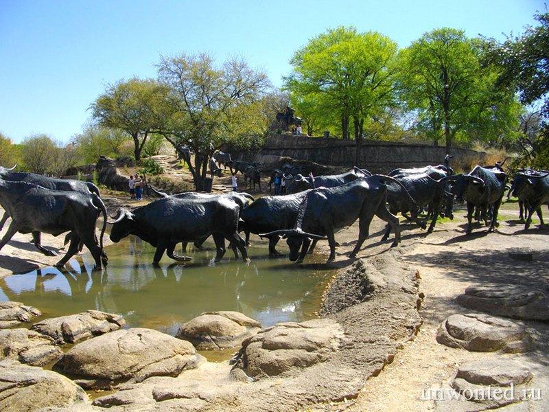 Необычные скульптуры мира - Перегон скота