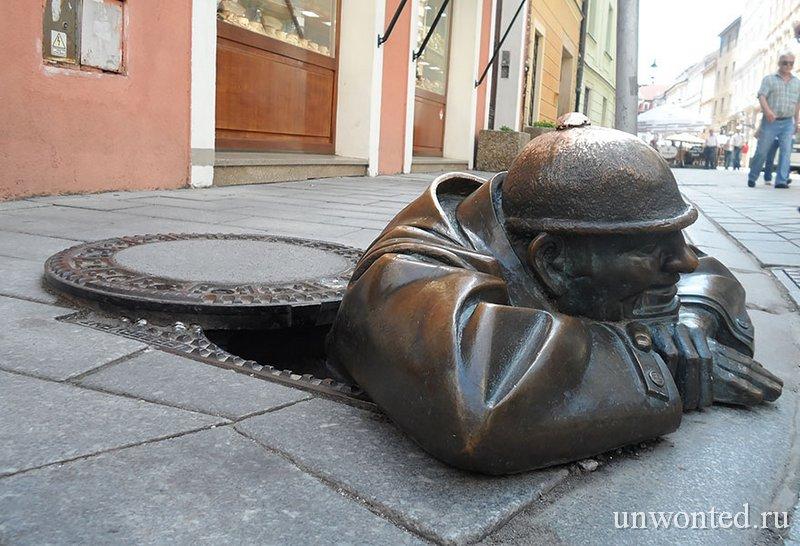 Необычные скульптуры мира - Мужчина за работой
