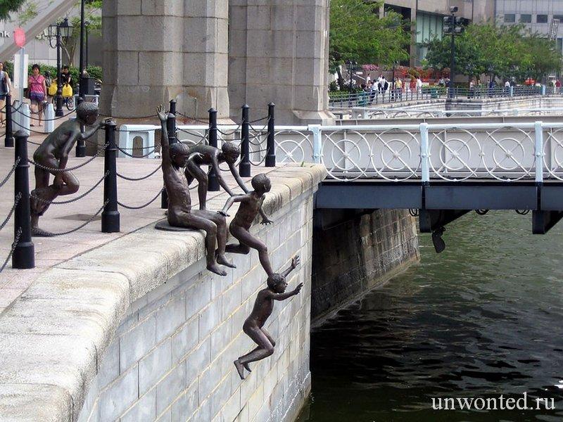 Необычные скульптуры мира - Люди у реки