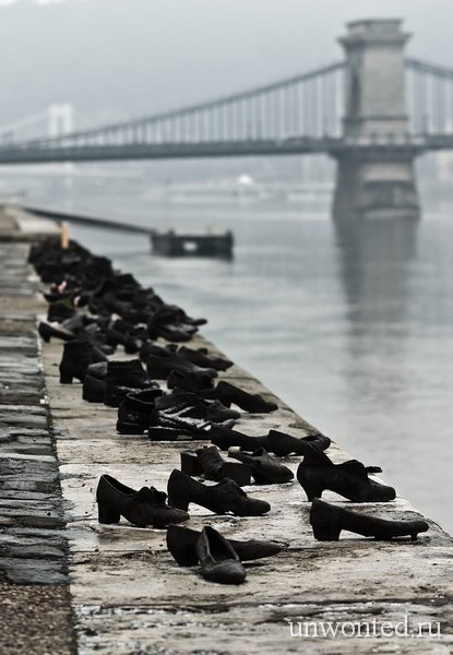 Необычные скульптуры мира - Туфли на берегу Дуная