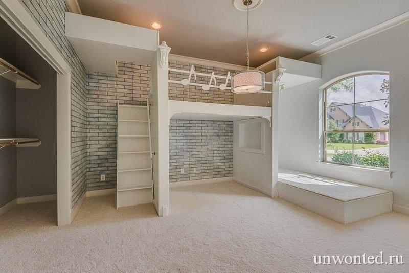 Детская комната в довольно прохладных тонах, скорее напоминает макет