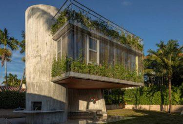 Скульптурный дом с живым зеленым фасадом