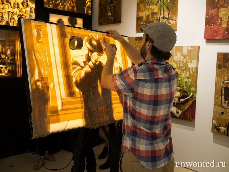 Max Zorn создает картины из скотча
