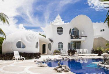 Дом ракушка из бетона и подручных материалов в Мексике