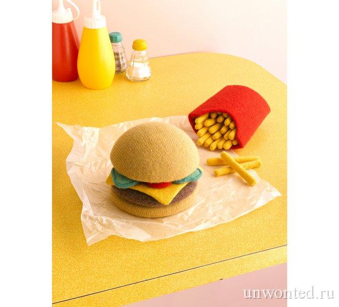 Вязаная еда - гамбургер и картофель-фри
