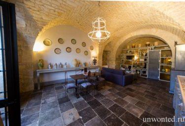 Античное жилище в пещере - оштукатуренные и покрашенные стены