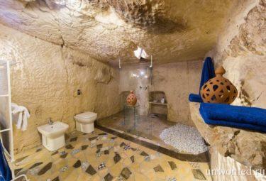 Душевая и санузел античного жилища в пещере