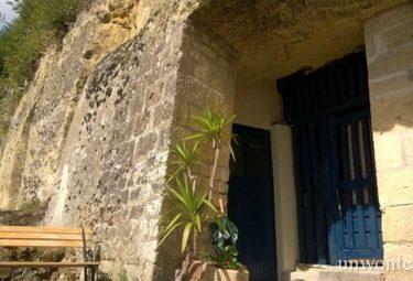 Главный вход в дом в пещере за 1 евро