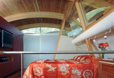 Спальня-лофт в плавающем доме Fennell Residence