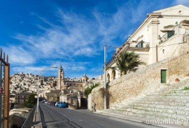 Вид на итальянский город Модика