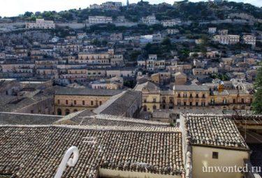 Вид на древний город с балкончика лофта