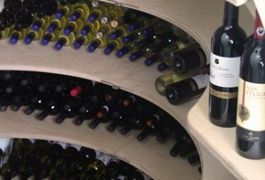 Современный пластиковый винный погреб